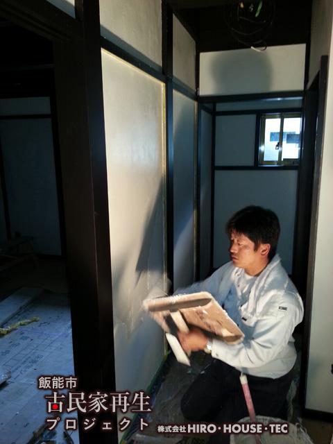 漆喰塗り作業